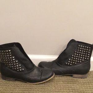 EUC Shoe Dazzle studded ankle boots